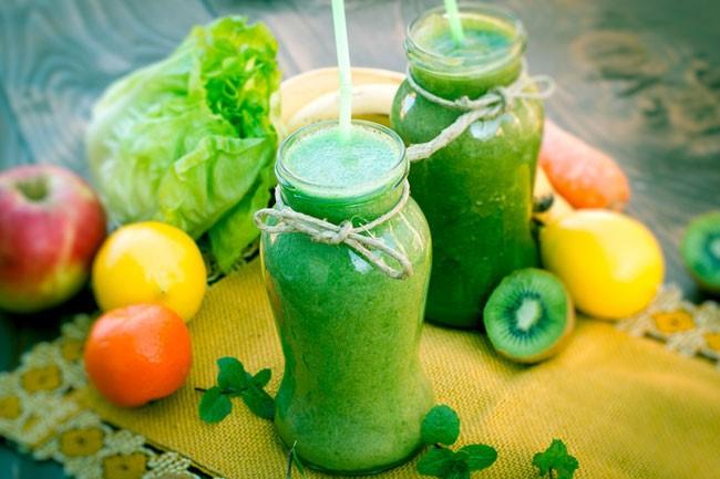 баночка с фруктово зеленым смузи
