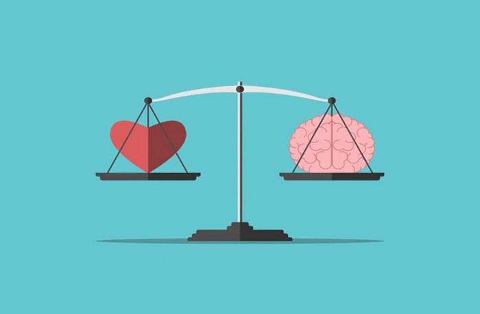 весы с сердцем и мозгом