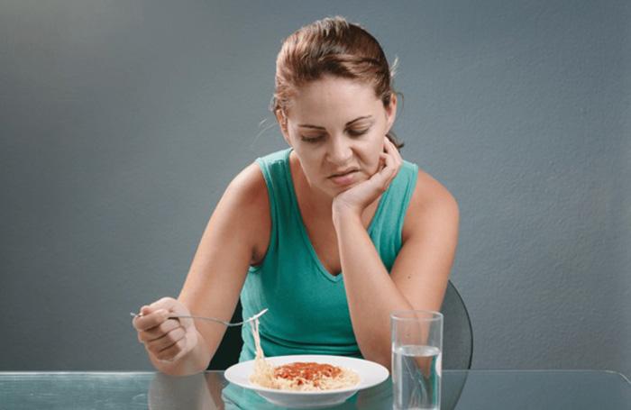 отсутствие аппетита у девушки